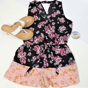 🌸 Adorable Floral Romper w/ Pockets